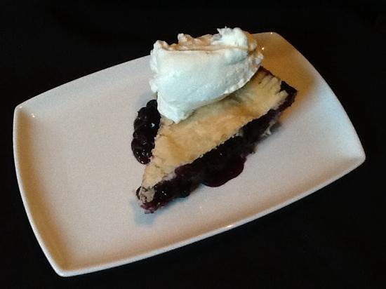 Medora Muskoka Cuisine: Homemade Blueberry Pie