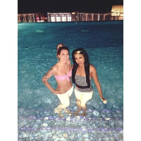 Sofitel Dubai Jumeirah Beach: Me & Rox in infinite pool @ night