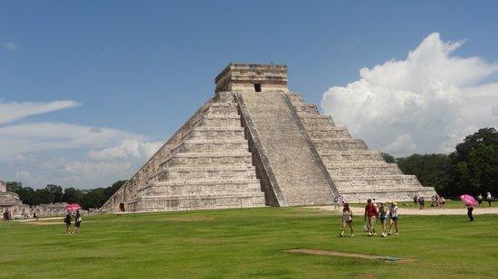 Grand Oasis Palm: Maya temple