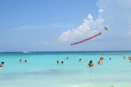 BlueBay Grand Esmeralda: Plage de Playa del Carmen