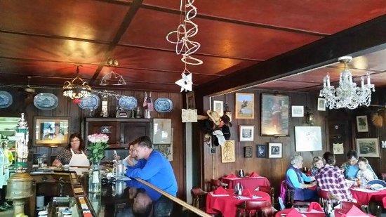 Vladimir's Czechoslovakian Restaurant: Family atmosphere, typical of European restaurants
