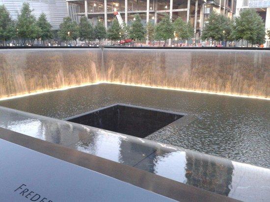 Mémorial du 11-Septembre : Vasca della memoria