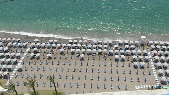 Lloyd's Baia Hotel : vista della spiaggia dalla camera