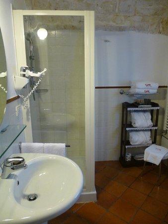 Abate Masseria & Resort: Trullo suite bathroom