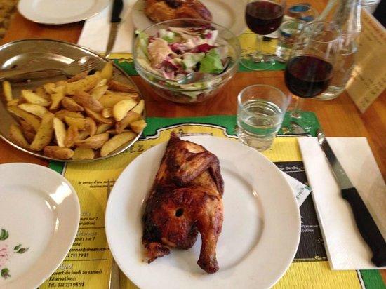 Chez Ma Cousine: Huhn mit Salat und pommes