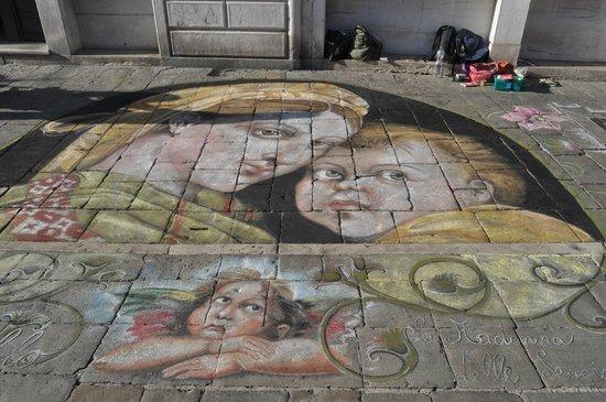 Hotel Continental Venice: Straatartiesten