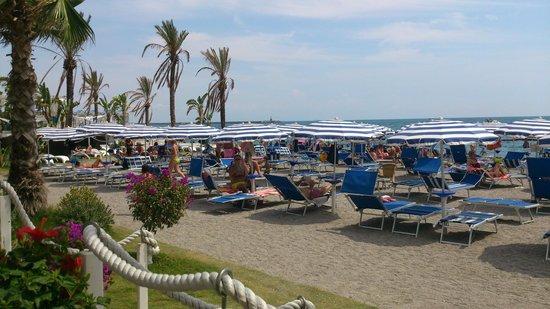 Lloyd's Baia Hotel : spiaggia