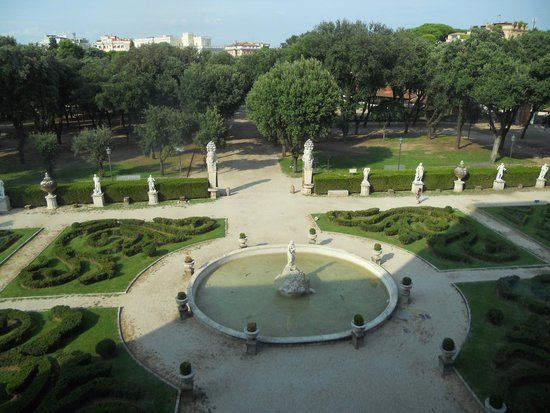Villa Borghèse : D'une fenêtre de la gallerie Borghes