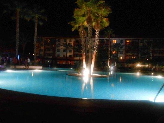 Occidental Isla Cristina : la piscina de noche