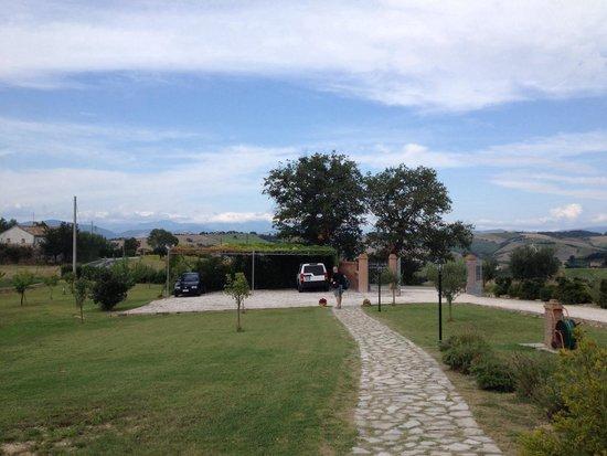 Leondina Country House: Parcheggio auto