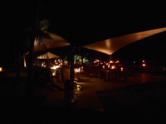 Jetwing Beach : Poolbar bei Nacht