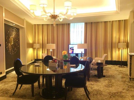 The Trans Luxury Hotel Bandung: Big loving room