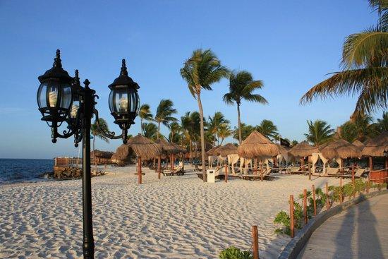 Ocean Maya Royale: Beautiful beach!