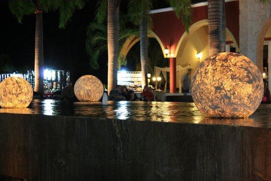 Ocean Maya Royale: Courtyard at night