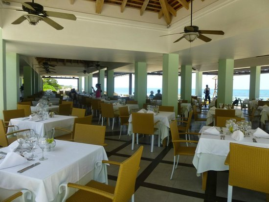 Iberostar Grand Hotel Rose Hall: Beach Buffet