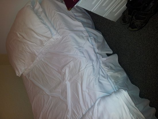 Sidholme Hotel: These sheets have definitely not been changed after the previous occupant checked out