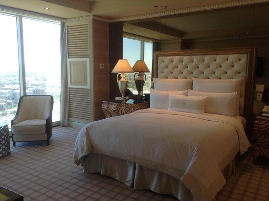 Wynn Las Vegas: parlor suite bedroom