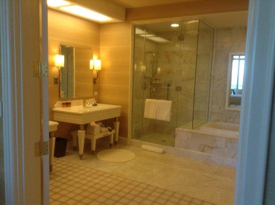 Wynn Las Vegas: parlor suite bathroom