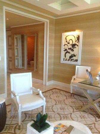 Wynn Las Vegas: parlor suite entry way
