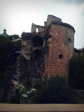 Castillo de Heidelberg: zerstörter Turm- Schloss Heidelberg