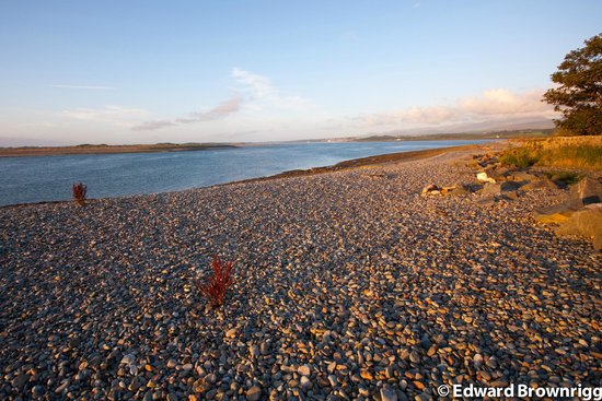 Dinas Dinlle Beach: Coast by Fort Belan