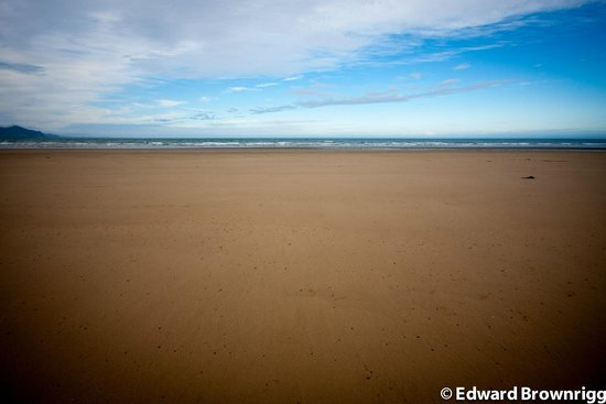 Dinas Dinlle Beach: Beach with tide out