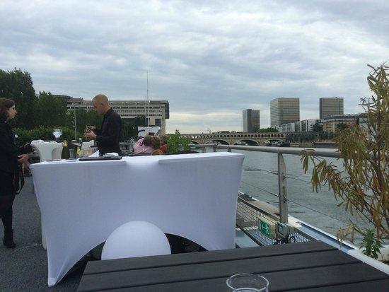 Le VIP Paris Yacht Hotel : apéritif sur le pont extérieur