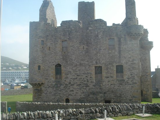 Scalloway Hotel Restaurant: While you're there visit the castle....
