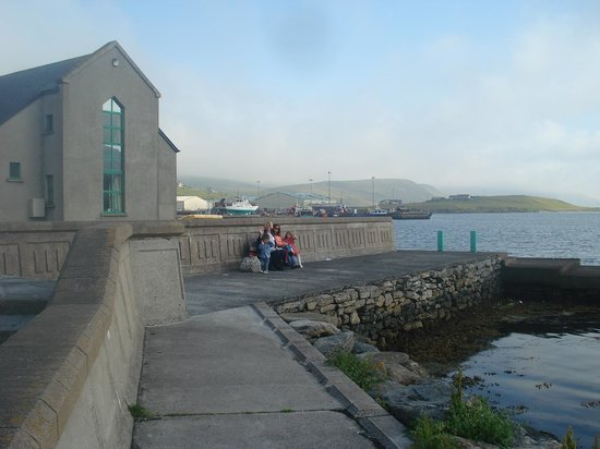 Scalloway Hotel Restaurant: Or simply relax and take in the sea air