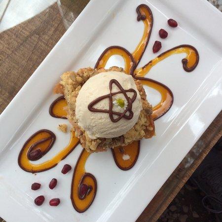 Kaia Shenai: Crocante de manzana con helado de vainilla.