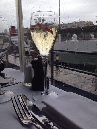 La Plage Parisienne: Sous la pluie parisienne !