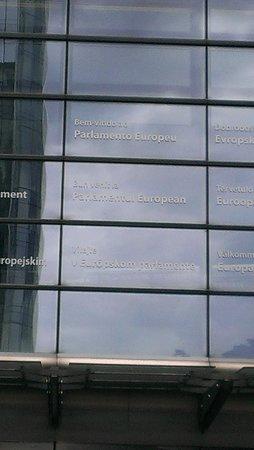 Parlamentarium : Boas vindas em todos os idiomas.