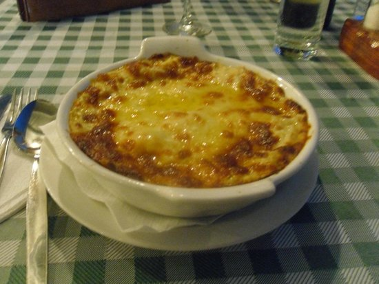 Hill View Hotel Apartments: Lasagne DaCosta Pizza