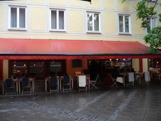 Ristorante Guido al Duomo: the cheery awning to watch for!