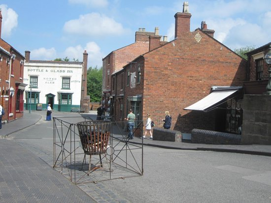 Black Country Living Museum: working pub at end of the street