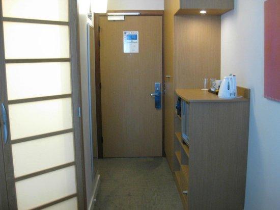 Novotel Liverpool: Room entry