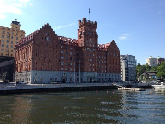 Elite Hotel Marina Tower: Hotellet set fra vandsiden