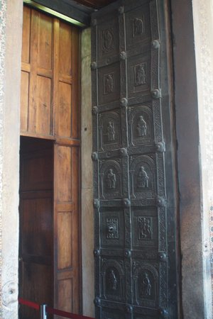 Duomo di Monreale: Bronze door of Monreale Norman Cathedral