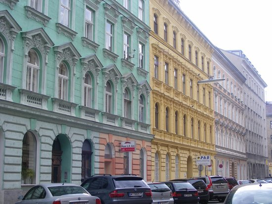 Hundertwasserhaus: Landstraße district