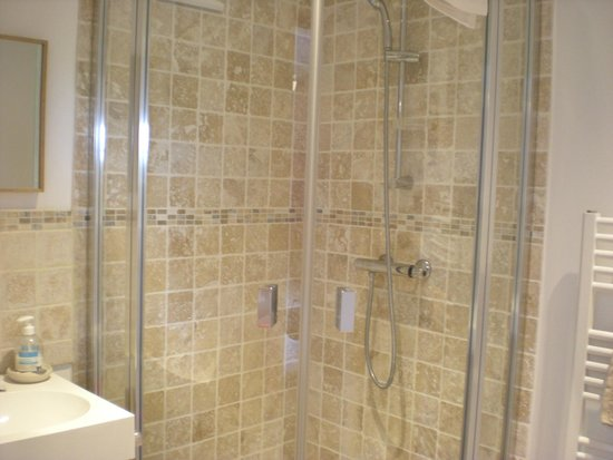 La Hécanderie : Salle de bain Bois de Rose
