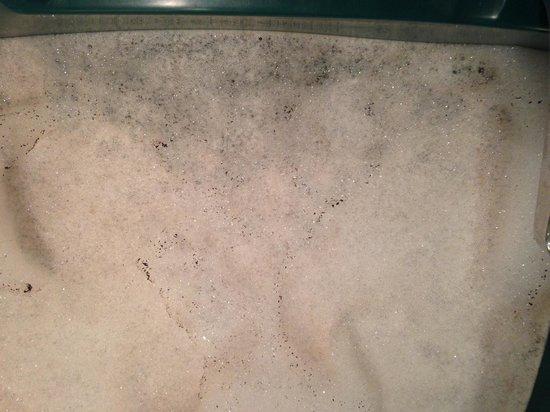 Fernwood Resort: fernwod pic of hot tub dirt