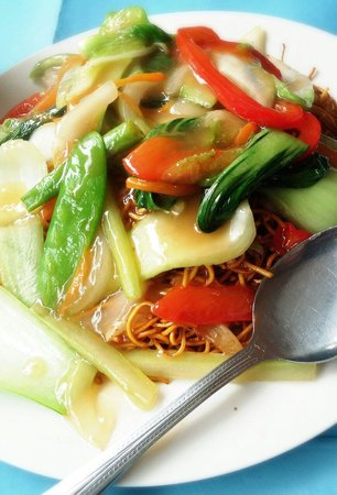 B&D's Kitchen: a very big portion of vegetarian chow mein. packed with veggies #VegChowMein