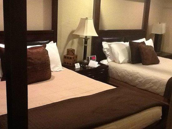 Rodeway Inn & Suites Downtowner-Rte 66: Coin chambre de la suite junior