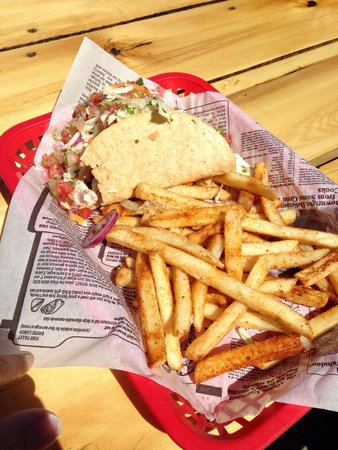 Alaska Fish House: Fish tacos and awesome fries.