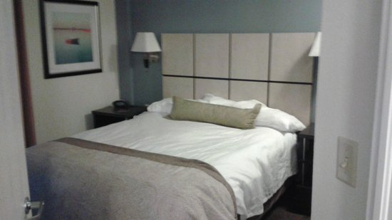 Candlewood Suites Jersey City: Bedroom with Queen Size Bed