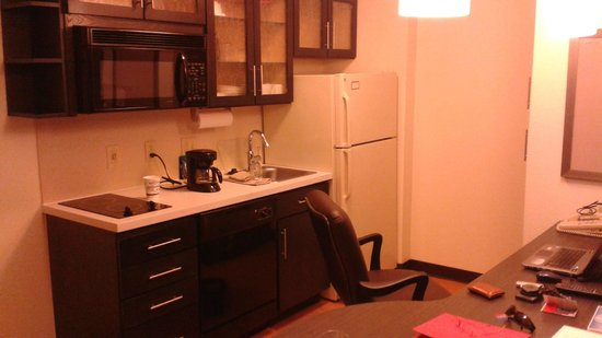 Candlewood Suites Jersey City: Full Kitchen