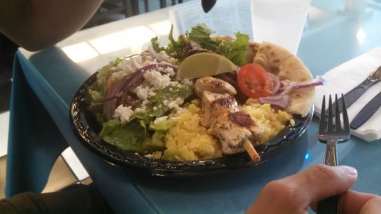 Yassou Greek Grill Cafe: Yummy food!