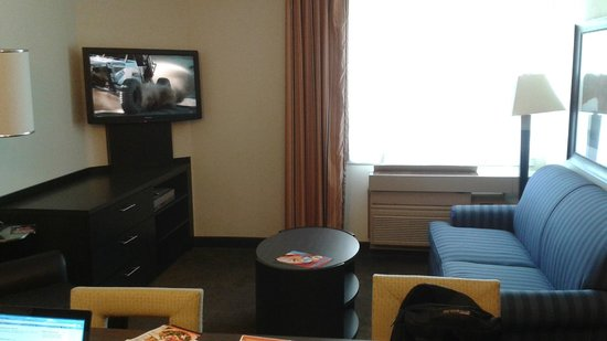 Candlewood Suites Jersey City: Living Room