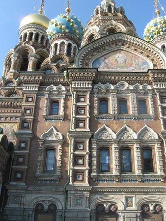 Cathédrale Saint-Sauveur-sur-le-Sang-Versé de Saint-Pétersbourg : вид снаружи