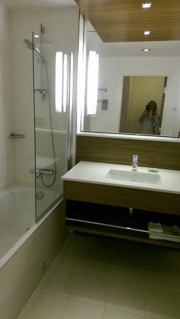 Renaissance Malmo Hotel: smukt badeværelse